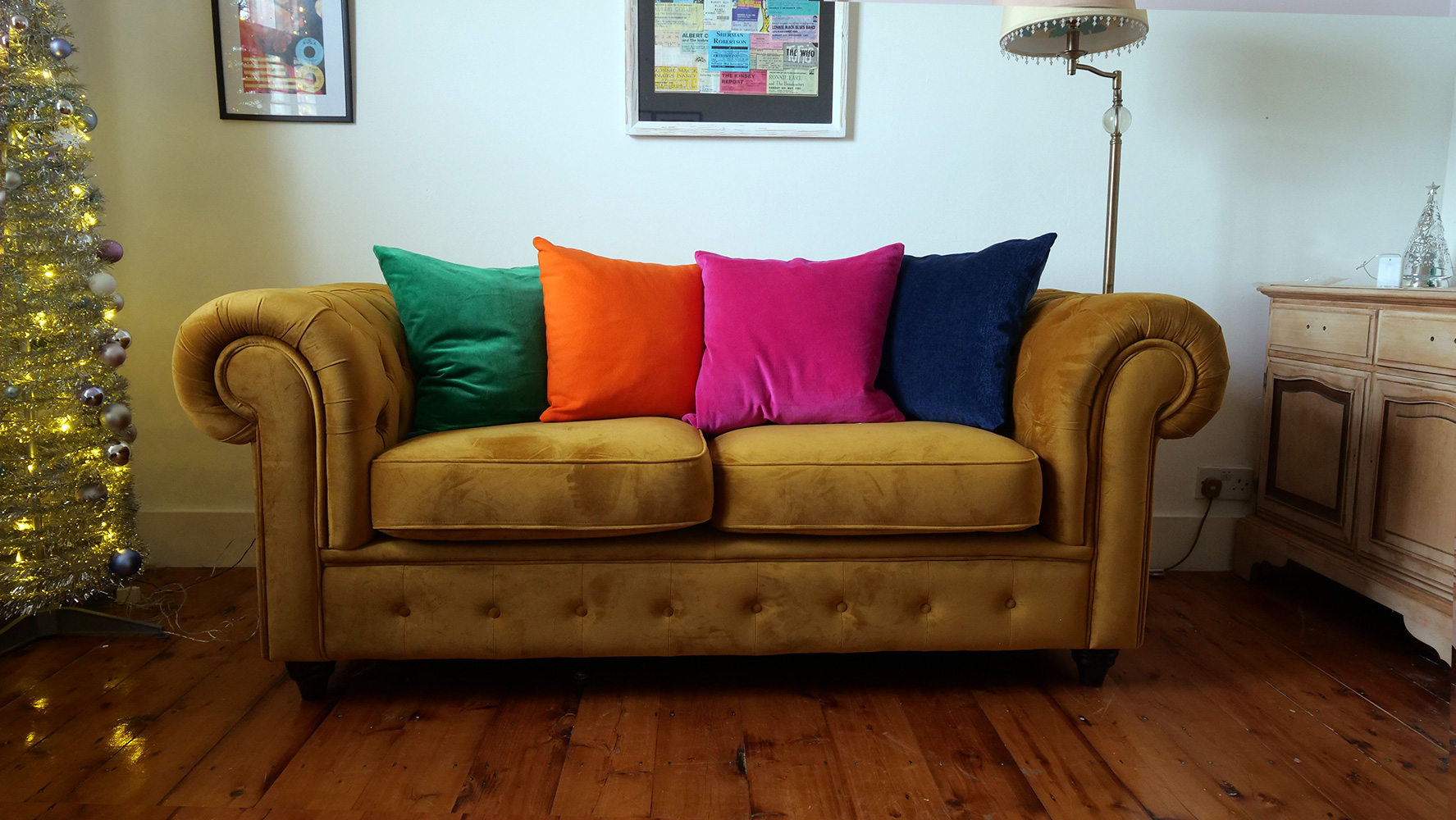 Chesterfield Max 2-seater sofa in mustard color