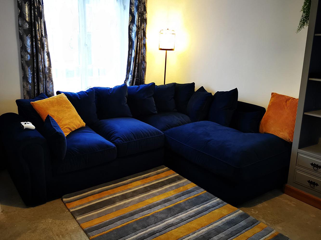 Right corner sofa Baron in velour, navy blue