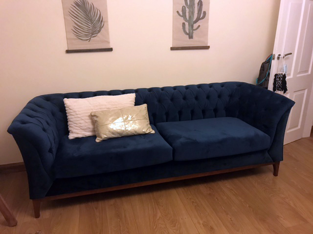 Blue Chesterfield Modern Wood sofa, legs in aveo color