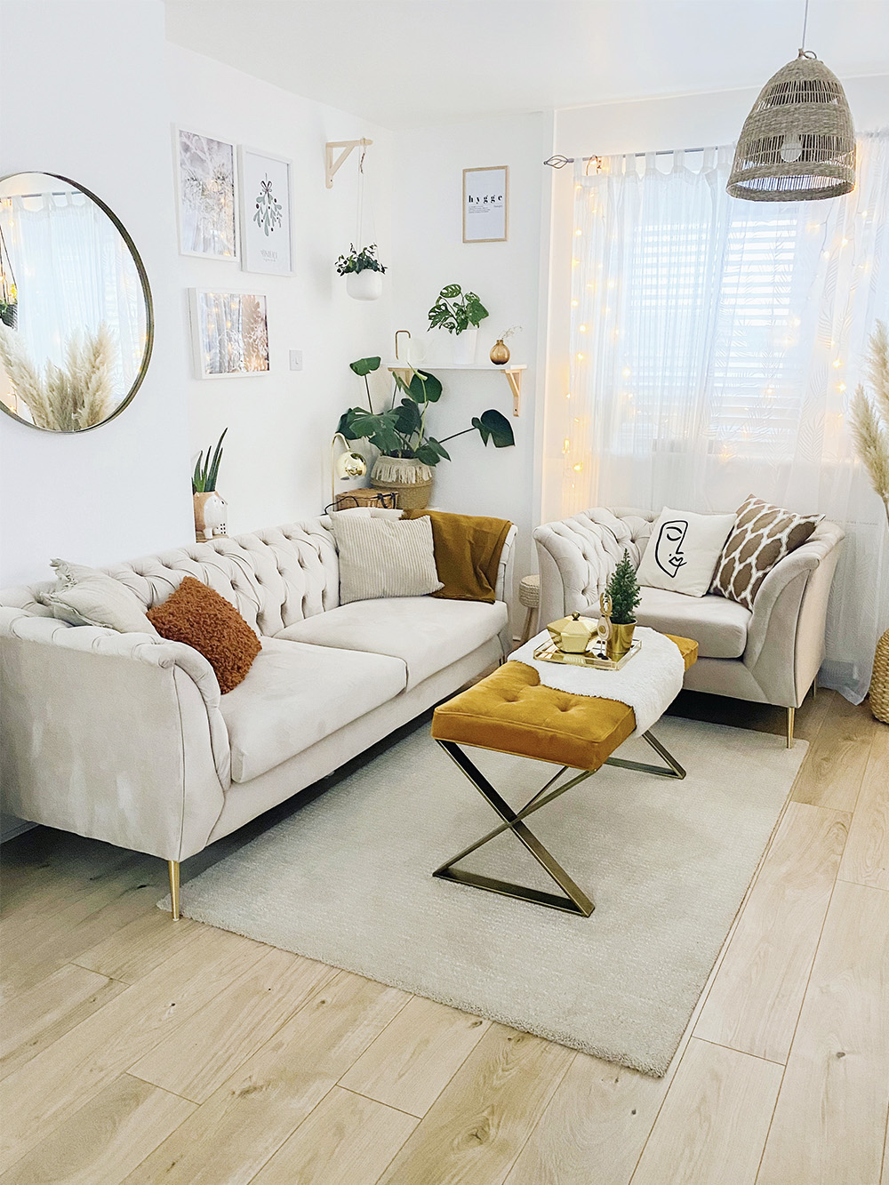 Beige Chesterfield Modern armchair and sofa from Marta