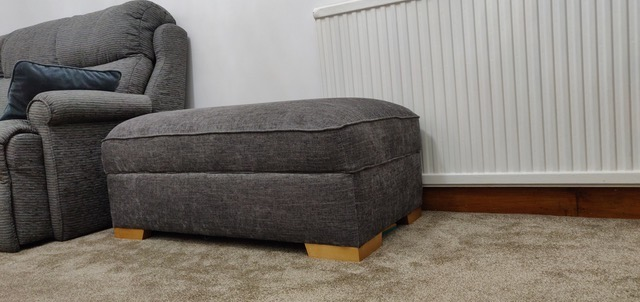 Rubens dark grey pouffe with container